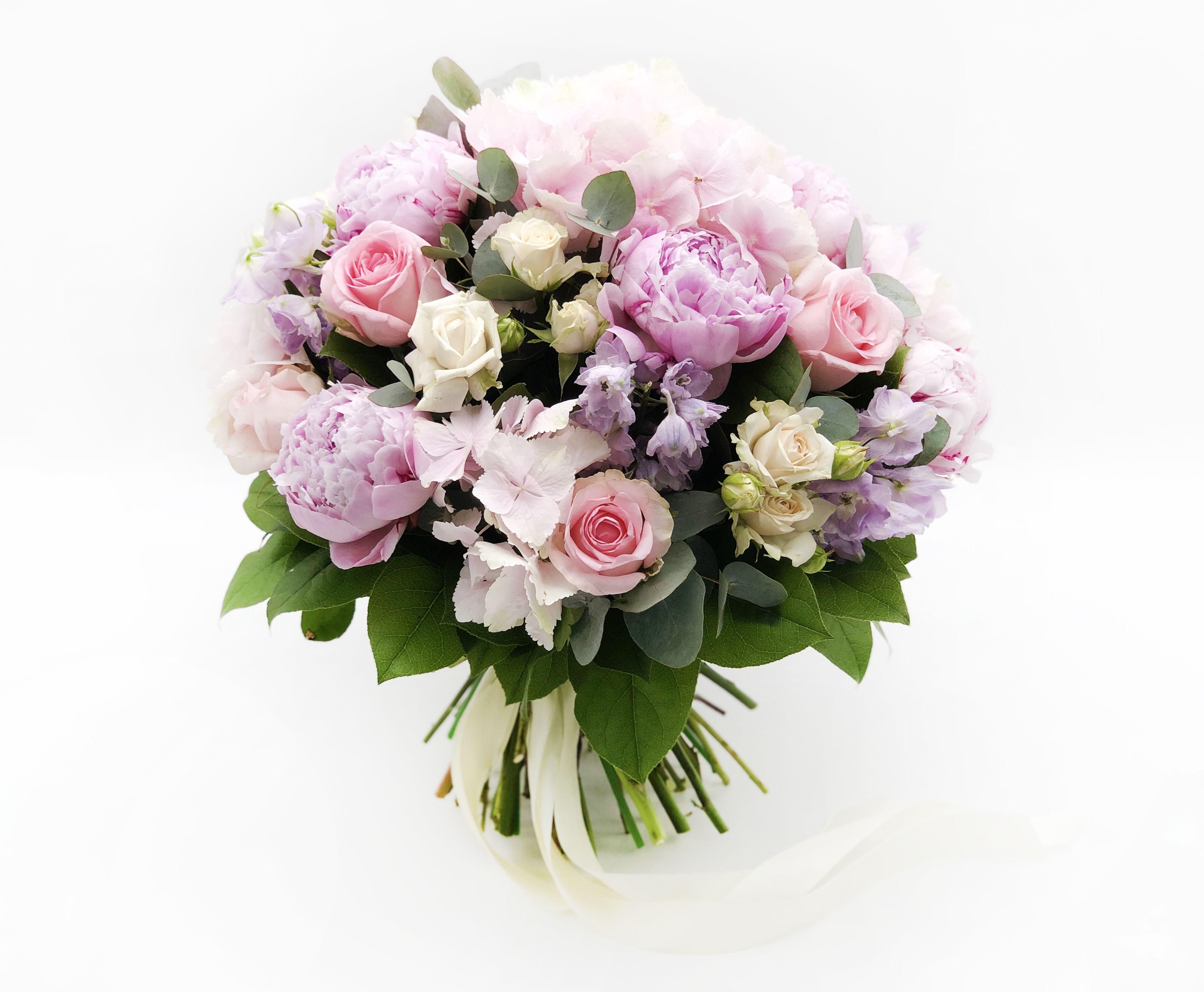 Купить букет пионы и розы, фантазия новогодний букет